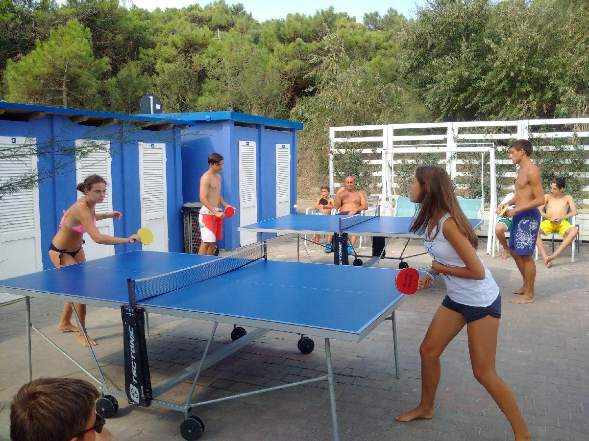 Foto area ping pong con persone x area sport